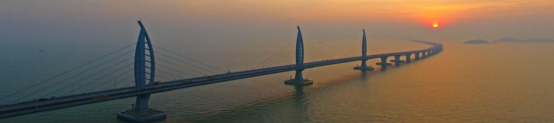 歷時15年,投入1000多億,創造了400多項專利,港珠澳大橋明日正式通車!